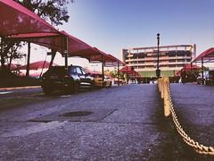 Guarulhos | agosto | 2016 (gon Camargo) Tags: aeroporto guarulhos linhas carros veiculos caminhos aviao passageiros dia vermelho tenda azul ceu viagem translado calcada ferias familia curtir instagram 5c iphone apple ao ar livre gonc egonc egon camargo cinegrafista fotografo fotografia primo