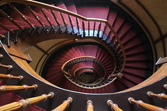 Turn around (Elbmaedchen) Tags: staircase treppenauge treppenhaus helix stufen stairs upstairs altbau berlin wooden stepbystep circle escaliers