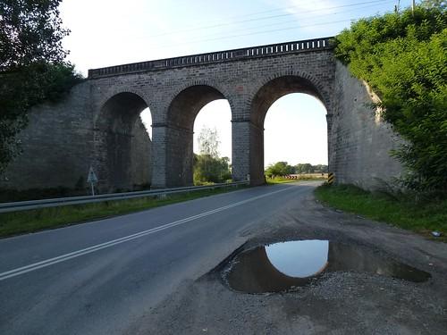 Kamienny wiadukt kolejowy na linii kolejowej 276 między Kamieńcem Ząbkowickim a Ząbkowicami Śląskimi