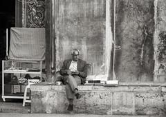 Relaxing at the Bazar (toletoletole (www.levold.de/photosphere)) Tags: man reader esfahan bazar basar isfahan leser