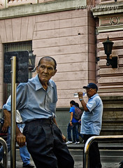 tiempo (clandestinox21) Tags: street city people peru photography downtown gente lima fotografia canoneos400ddigital