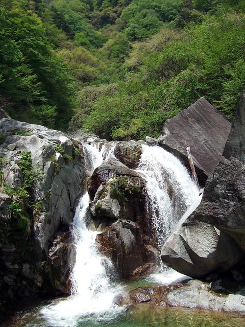 尾白川渓谷2つ目の見どころスポット、旭滝です。 尾白川渓谷