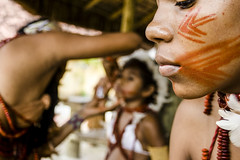(Ingrid Cristina) Tags: brazil people festival brasil america photo native south picture culture tribal vermelho bahia fotografia indios ethnic cor cultura pintura indio indigenous brésil pataxó indigena documentaire suldabahia nativos etnia nativa documentario ethnie santacruzdecabralia caradobrasil acaradobrasil ingridcristina baseurucum tribopataxó americaetnianative