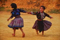 Hmong dance (Vietnam_Pictures: Nicolephocen) Tags: life original portrait art tourism colors smile kids children vacances photo nikon holidays asia vietnamese image folk retrato couleurs awesome picture son best vietnam asie enfants hanoi minority sourire saigon hochiminhcity soe vietnamita province vie tourisme indochine color indochina meilleur sonla vitnam d90 vietnamien vietnamienne hochiminhville nikond90 mocchau minorit thebestofday gnneniyisi impressionnante gnneniyisithebestofday nicolephoceen mocchausonla vietnamesehmongminority