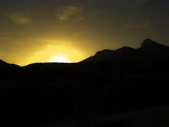 Atardecer con silueta de Gratal (antoine pirulier) Tags: contraluz atardecer huesca perfil pico nubes silueta ocaso peña montañas gratal nueno