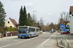 OCM-Wagen 5815 rollt durch Riem (Frederik Buchleitner) Tags: bus munich münchen mercedes benz shuttle messe omnibus shuttlebus bauma gelenkbus ocm 5815 o405gn messemünchen omnibusclub omnibusclubmünchenev
