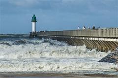 La jetée ouest de Calais (│JL│) Tags: mer vent vert vague plage phare calais jetée tempête ouest