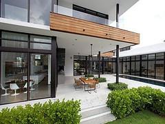 สร้างบ้านสไตล์โมเดิร์น ที่เรียบง่ายแต่แฝงความหรูหราโดยผู้เชี่ยวชาญ
