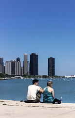 A moment in Chicago (Kybenfocando) Tags: chicago illinois city ciudad traveler travel viajar voyage viaggio landscape people blue azul citylife