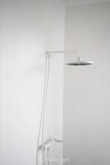 _DSC0657-KirstenEggers (Kiki m. E.) Tags: schleswigholstein germany deutschland p89 location interior minimal design house shower white dusche weis schlicht reduced