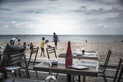 La plage, le bonheur des enfants (v.bertherin) Tags: nuage 35mm leica restaurant jeux enfant ocean mer sable plage leder