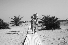 wee girls at the beach (gorbot.) Tags: summer blackandwhite beach monochrome canoneos5d nikonfmount silverefex carlzeisszf50mmplanarf14