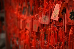 Prires et voeux - Prayers and wishes (Solange B) Tags: china red tree rouge temple religion beijing belief buddhism wishes arbre prayers chine bouddhisme voeux pkin prires croyance princegongmansion palaisduprincegong