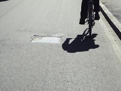 Carlo pedala (TwoPointsCouture) Tags: shadow bike ombra bicicleta sombra pedali