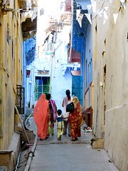 "calles Bundi • <a style=""font-size:0.8em;"" href=""http://www.flickr.com/photos/92957341@N07/8677657164/"" target=""_blank"">View on Flickr</a>"