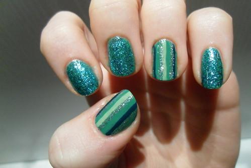 Green glitter & stripe nails