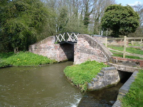 Cast iron split bridge over the Stratford-upon-Avon Canal