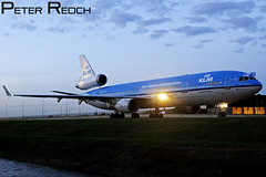 PH-KCD / KLM / MD-11 (Peter Reoch Photography) Tags: holland netherlands dutch amsterdam airport quebec dusk aircraft aviation flight royal icon civil final farewell era end klm douglas airlines legend schiphol ams civilian md11 mcdonnell eham