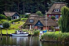 das malerische Fischerdorf Gothmund (Smo42) Tags: sonya58 tamronsp70300 fischerdorf gothmund idylle strohdach wald