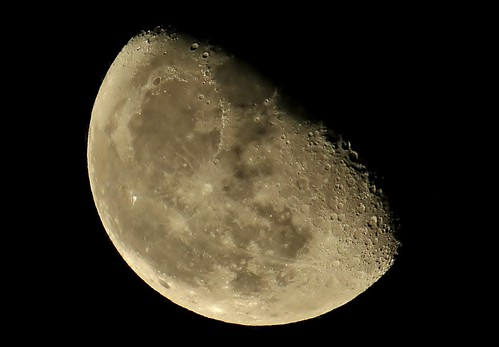 Luna Menguante, 71.7% iluminada/ Waning Moon,  71.7% illuminated