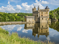 Le chateaux (Michele Buttazzoni) Tags: chteaudelaroche castello reflection riflesso loire river architettura france fiume loira viaggio travel nuvole clouds