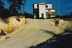 ANO 1998: Construcin da estrada  capela do  San Bieito da Uceira (Sandis - Ourense). Zona do Deposito de Auga de Sandis. (Xav Feix) Tags: obras concellodesandis sandis mellora rural ourense limia galicia memoria 1998