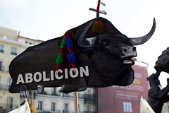 Nachos - 399 (Gaetano Prisco) Tags: madrid spain demonstration protest procession cortege animal activist bull bullfight matador flags