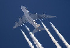 Singapore Airlines A380 9V-SKH (Thames Air) Tags: a380 singapore airlines 9vskh singaporeairlines contrail contrailspotting inflight enroute aviation airliner aircraft plane jet contrails telescope dobsonian overhead vapour trail