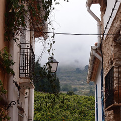 The clouds are descending on us  /  Las nubes y tocan suelo (Benissiva Calling (slow, but around )) Tags: mist rain weather clouds lluvia olympus nubes niebla humidity callejon humedad xz1