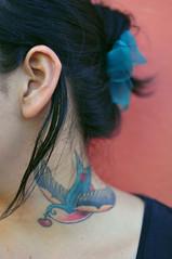 Ella. (*puchivida*) Tags: bird colors tattoo mxico neck 50mm colores oaxaca semanasanta pjaro tatuaje cuello oaxacadejurez teotitlndelvalle nikond5000