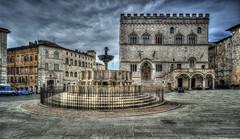 Fontana Maggiore (R.o.b.e.r.t.o.) Tags: italy nikon italia pg roberto perugia umbria fontanamaggiore palazzodeipriori piazzaivnovembre d700 hdr5raw