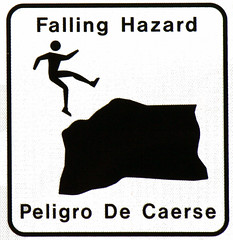 Peligro De Caerse (lars hammar) Tags: arizona sign warning tucson falling peligro stickfigure hazard