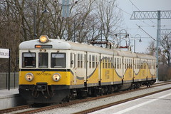 PR EN57-1395 , Wrocaw Lenica train station 12.04.2013 (szogun000) Tags: railroad station electric set train canon tren poland polska rail railway commuter emu pr passenger trem treno ezt regio wrocaw pkp pocig  lowersilesia dolnolskie dolnylsk en57 przewozyregionalne wrocawlenica en571395 canoneos550d canonefs18135mmf3556is d29275