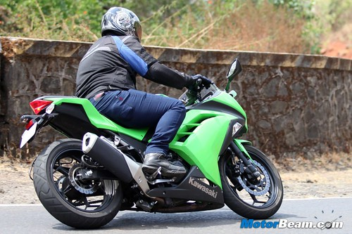 Kawasaki-Ninja-300-28