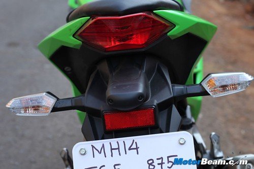 Kawasaki-Ninja-300-19