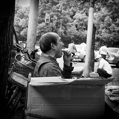 man in a box (Rob-Shanghai) Tags: china street portrait people blackandwhite bw streets tooth asia shanghai box  pick mam nex6 e24f18za