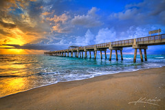 Juno-Beach-Fishing-Pier-During-a-Stormy-Sunrise-Over-Atlantic