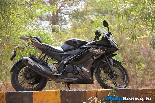 2013-Yamaha-R15-27