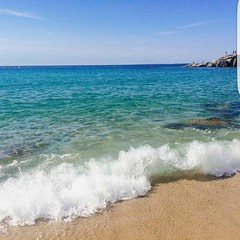 Saluti dalla spiaggia di #cavoli a #marinadicampo nello scatto di @paola.2105 Continuate a taggare le vostre foto con #isoladelbaapp il tag dell'#isoladelba. http://ift.tt/1NHxzN3 (isoladelbaapp) Tags: isoladelba elba visitelba portoferraio porto azzurro capoliveri marciana marina di campo rio