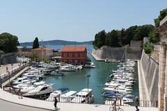 Zadar - alter Hafen (Foa) (CocoChantre) Tags: befestigung boot hafen landschaft meer schiff seefahrt segelboot stadtmauer verkehr zadar kroatien hr