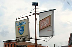 Old Style & Schlitz (Cragin Spring) Tags: beer piwo bier oldstyle sign beersign schlitz freeport freeportil freeportillinois illinois il midwest usa
