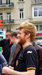 2016-06-18_17-24-30_ILCE-6300_9104_DxO (miguel.discart) Tags: 2016 78mm belgique belgium belira belirl bru brussels bruxelles bxl candidportrait candide candideportrait createdbydxo drapeau dxo e18200mmf3563oss editedphoto euro euro2016 flag focallength78mm focallengthin35mmformat78mm football ilce6300 irlande iso100 pedestrian pietonnier sony sonyilce6300 sonyilce6300e18200mmf3563oss sport