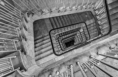 marble down (Blende1.8) Tags: marmor marble treppe treppenhaus staircase stairs stair spiral steps stufen wendeltreppe hamburg architecture architektur hell light blackandwhite schwarzweis abwrts down downstairs downwards carstenheyer nikon d7000 sigma 816mm