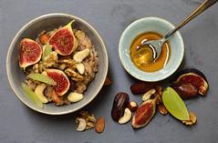Porridge mit Feigen (einfach.lecker.geniessen.) Tags: porridge breakfast tasty frhstck gesund lecker