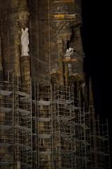 de mica en mica ......... (nuriapase) Tags: barcelona light building luz architecture arquitectura cathedral basilica edificio catedral iglesia nocturna contruction construccin nocturne barcelone obras ilumination llum edifici baslica esglsia construcci sagradafamlia nocturn iluminacin churc obres eclise illuminaci