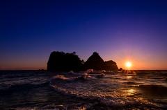 triplicate (1/4th) Tags: sunset sea sun seascape silhouette japan islands nikon day waves purple wideangle tokina clear shizuoka izu triplicate tombolo   nishiizu 3lt d7000 tokina1116mmf28 japanscapes  sanshiroisland
