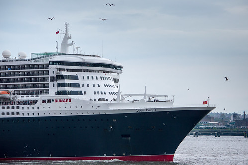 Queen Mary 2 leaves Liverpool