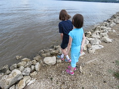 Annie and Emily survey the Mississippi River (JJP in CRW) Tags: iowa leclaire mississippiriver geibfest