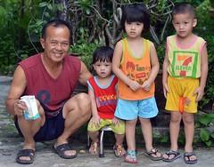 grandfather with grand children (the foreign photographer - ) Tags: sep42016nikon grand father three children khlong thanon portraits bangkhen bangkok thailand nikon d3200