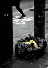 London_DSC7044F (JPPimenta) Tags: banan bycicle feet foot art artistic london street photography funny